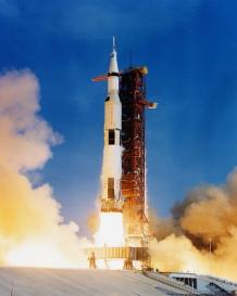 Maan-Saturnus 5 met Apollo 11 start op weg naar de maan