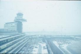 EHAM in de sneeuw. foto van dia CJvR Scan10765