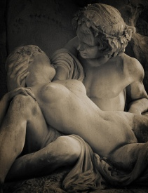 Lovers statue 4