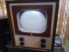 Zo..even een nieuwe tv uitgezocht, retrolook...en uit voorraad leverbaar...