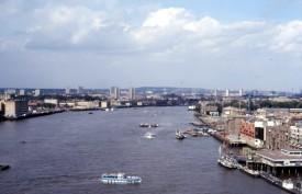 Thames v.a. Tower Bridge - Lon.110787 - AMI-18 - Scan10377